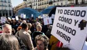 People protest in Madrid demanding freedom for dignified...