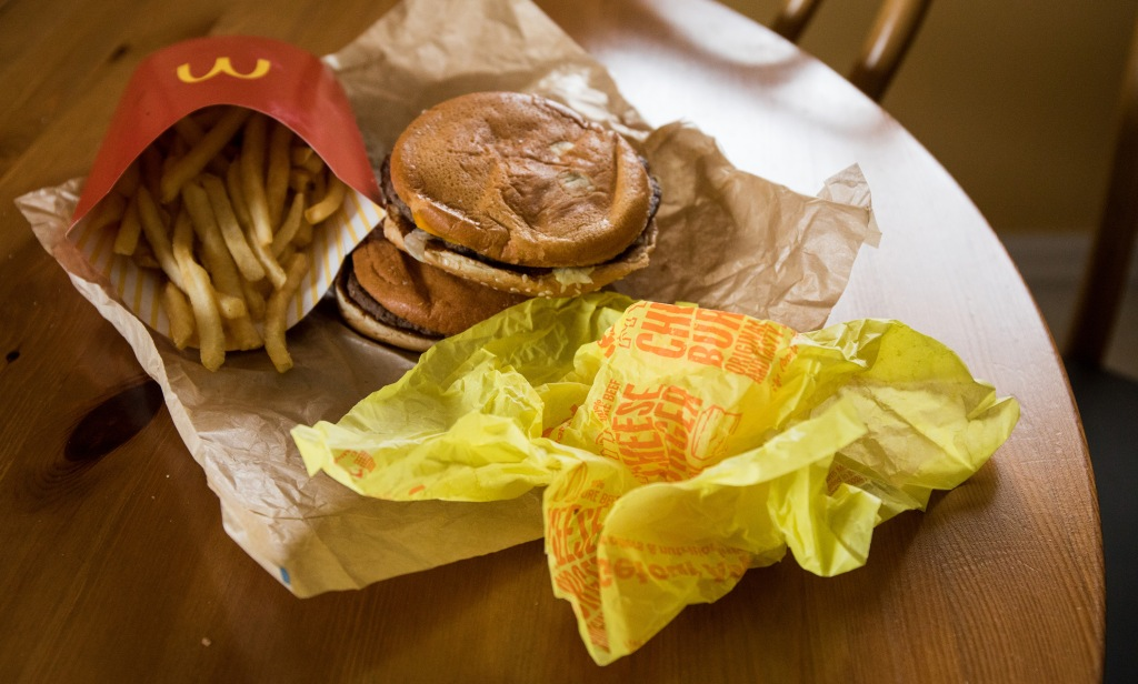 McDonaldâs $5 burgers, cheap drinks bring customers back from rivals